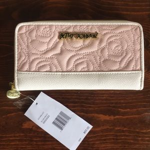 *BRAND NEW* Betsey Johnson Rose Quilted Wallet